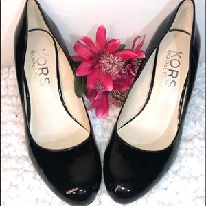 MK ~ Michael Kors Black Patent Leather Sz8M Pumps